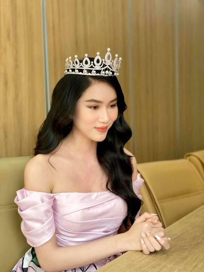 Á hậu Phương Anh bắn tiếng Anh vèo vèo trên sóng livestream, tự tin đối đáp với Giám đốc Miss International - ảnh 2