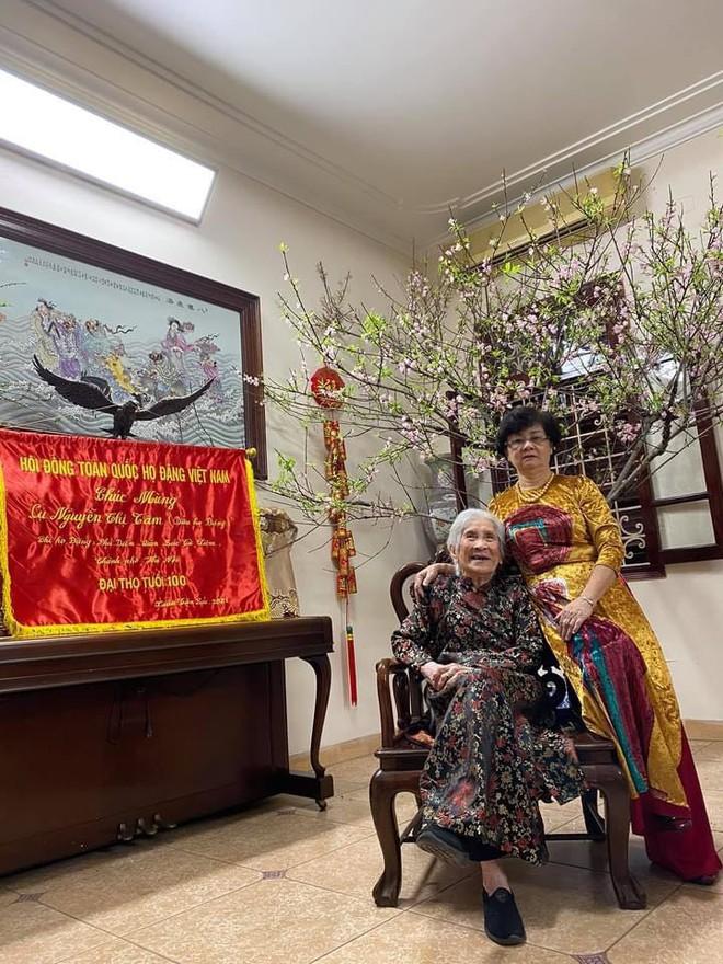 Cụ bà 100 tuổi ở Hà Nội gây sốt bởi nhan sắc xinh đẹp thời trẻ: Cụ vẫn minh mẫn, nhớ vanh vách tên tuổi con cháu - ảnh 4