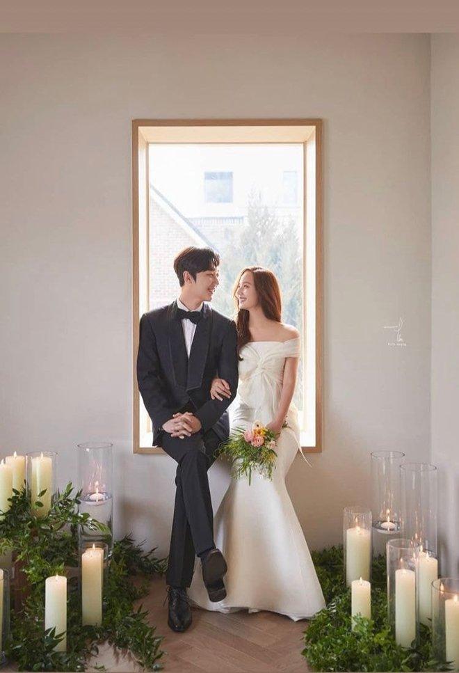 Cả xứ Hàn đang dậy sóng vì ảnh cưới của tiểu tam Eugene trong Penthouse 2, nhìn thế này ai nghĩ đã là mẹ 2 con - ảnh 1