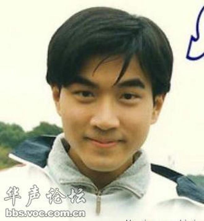 Lưu Khải Uy: Xuống dốc không phanh vì cắm sừng Dương Mịch, hình ảnh người cha tốt lấp liếm quan hệ gia đình phức tạp - ảnh 4