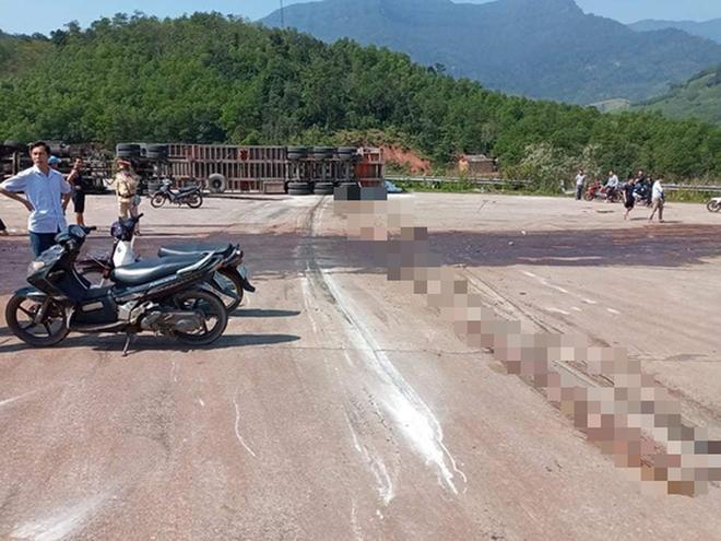 Quảng Bình: Va chạm xe đầu kéo, 2 thanh niên tử vong tại chỗ - ảnh 1