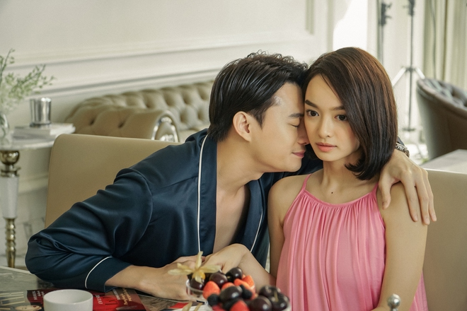 5 cảnh nóng nhức mắt của Kaity Nguyễn ở Gái Già Lắm Chiêu V: Hết đè ngửa đòi hôn đến lột sạch bạn diễn - ảnh 8