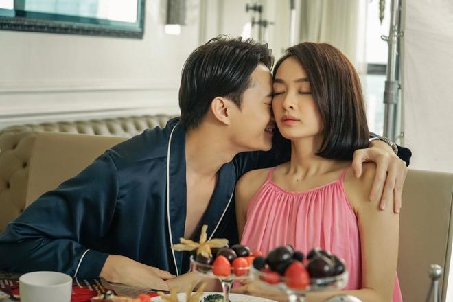5 cảnh nóng nhức mắt của Kaity Nguyễn ở Gái Già Lắm Chiêu V: Hết đè ngửa đòi hôn đến lột sạch bạn diễn - ảnh 9