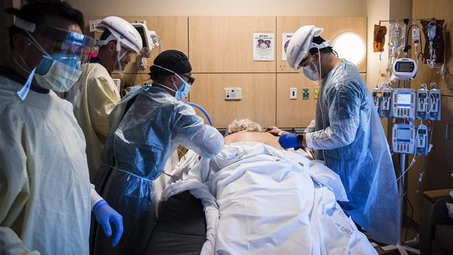Cảm giác của người chết vì Covid-19 là như thế nào? Chỉ 2 chữ kinh hoàng, theo trải nghiệm của các bác sĩ trị bệnh - ảnh 1