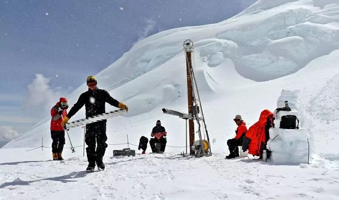 GoPro giúp các nhà khoa học tìm ra 12 loài động vật chưa từng được biết đến dưới lớp băng ở Nam Cực - ảnh 1