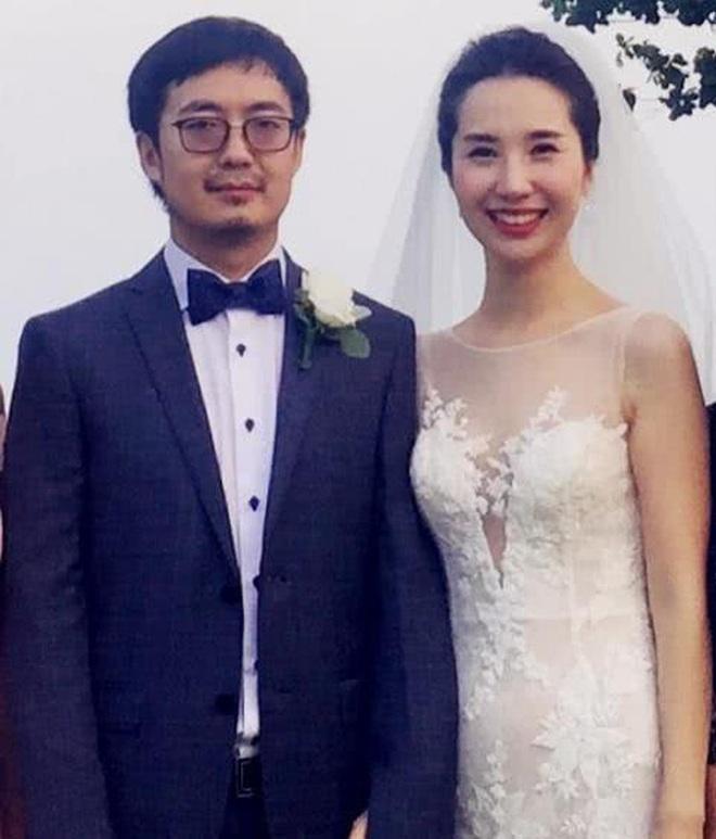 Nhan sắc rạng rỡ, thần thái không giảm dù 1mm của vợ chủ tịch Taobao hậu lùm xùm ly hôn - ảnh 1