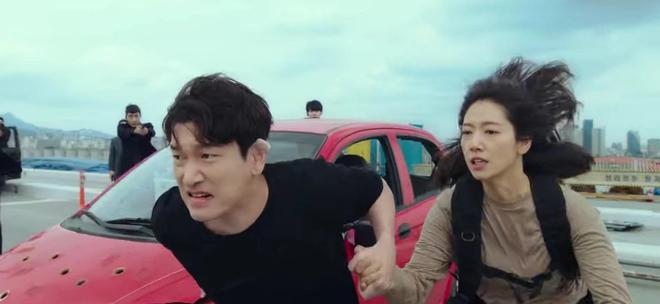 Park Shin Hye đang bỏ trốn với chồng hờ thì bị bắn bay xác, bỏ mạng luôn ở Sisyphus tập 4? - ảnh 7
