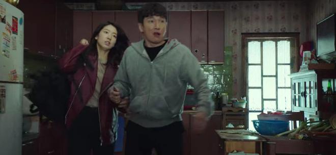 Park Shin Hye đang bỏ trốn với chồng hờ thì bị bắn bay xác, bỏ mạng luôn ở Sisyphus tập 4? - ảnh 6