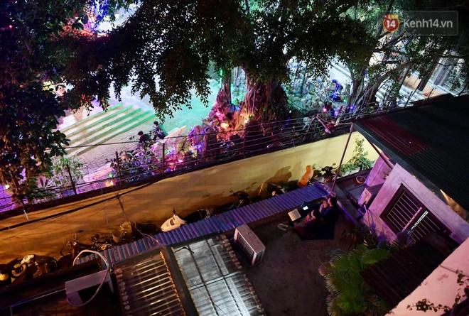 Hà Nội: Lễ cầu an tổ chức online nhưng nhiều phật tử vẫn tập trung xung quanh tổ đình Phúc Khánh để vái vọng - ảnh 3