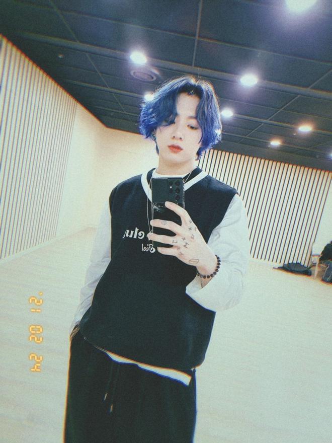 Jungkook tự xử để đu trend tóc nhuộm xanh, netizen nhìn vào mà trầm trồ bởi kết quả vượt mong đợi - ảnh 3