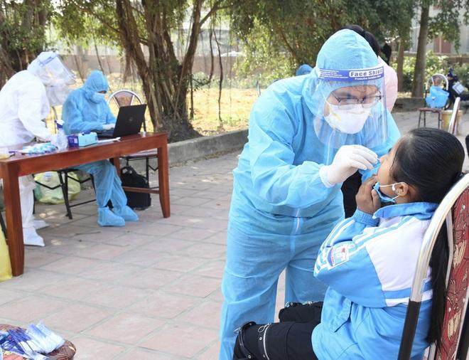 Phát hiện 2 cháu bé ở Hải Dương dương tính với SARS-CoV-2 - ảnh 1