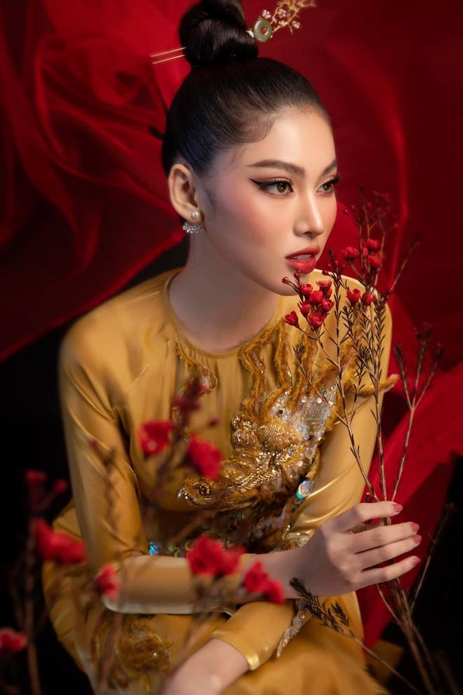 """Á hậu Ngọc Thảo lên đường đến Thái Lan dự Hoa hậu Hoà Bình Thế Giới 2020, vừa ra quân đã gây sốt với sắc vóc """"đỉnh chóp"""" - Ảnh 9."""