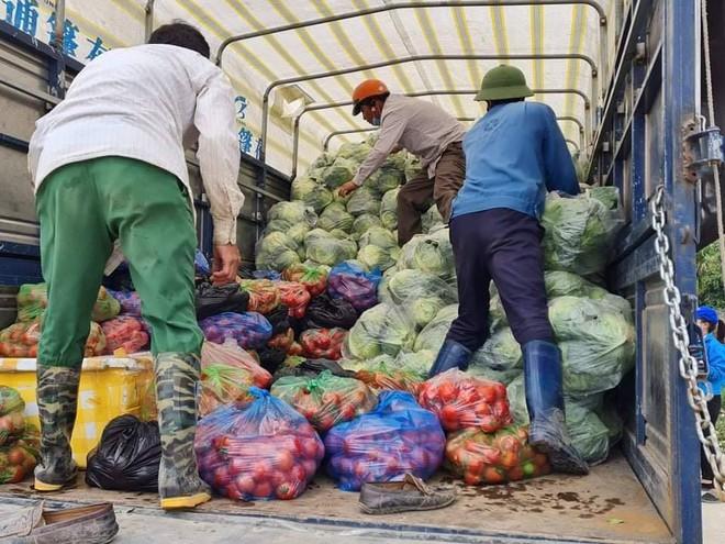 Vợ chồng Tuấn Hưng giải cứu 8 tấn nông sản cho bà con tỉnh Hải Dương gặp khó khăn giữa dịch Covid-19 - ảnh 2