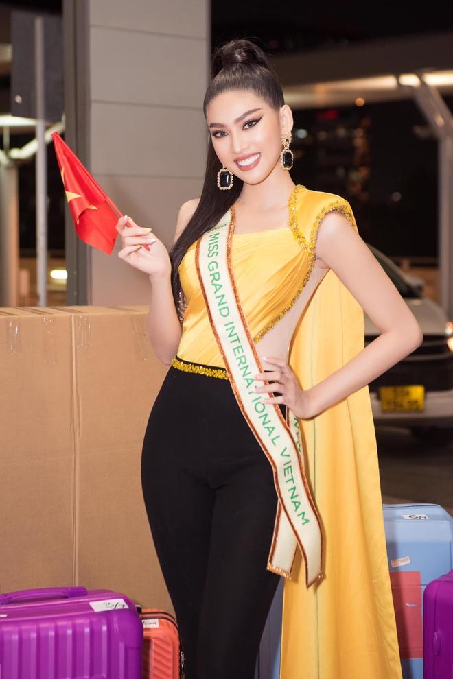 """Á hậu Ngọc Thảo lên đường đến Thái Lan dự Hoa hậu Hoà Bình Thế Giới 2020, vừa ra quân đã gây sốt với sắc vóc """"đỉnh chóp"""" - Ảnh 3."""