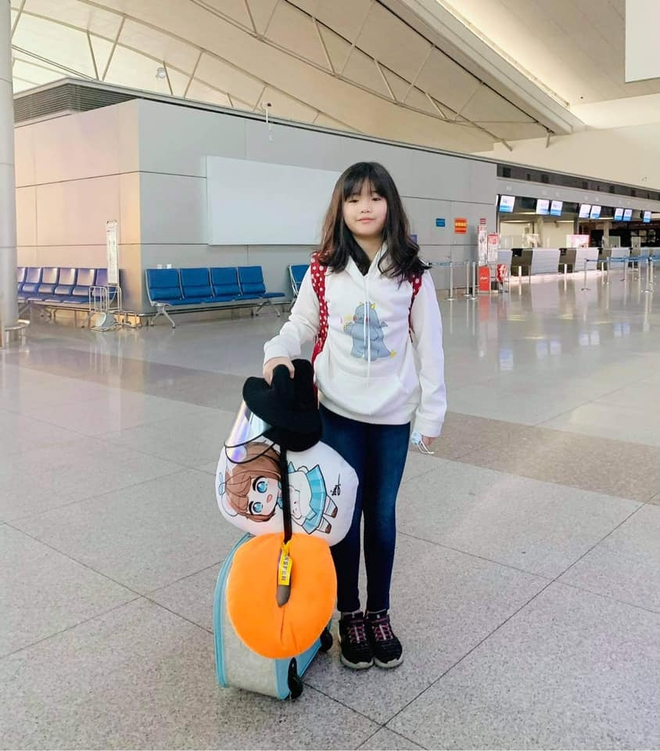 Con gái danh hài Thúy Nga: Học trường học phí siêu đắt đỏ, mới 10 tuổi đã làm một việc liều lĩnh khiến mẹ tự hào hết sức - ảnh 1