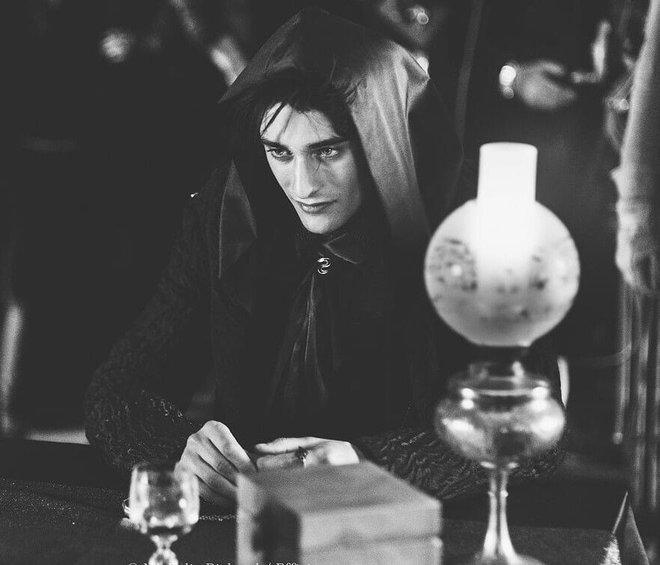 Phim về phản diện Harry Potter gây sốt vì nam chính bùng nổ visual, còn giống người dơi Robert Pattinson như hai giọt nước? - ảnh 3