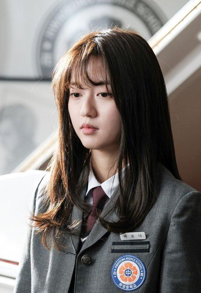 Ro Na quỳ gối trước kẻ thù của mẹ ở Penthouse 2, netizen sôi máu: cắt vai chị này giùm! - ảnh 2