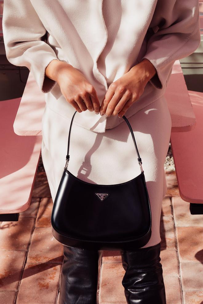 Hậu lời nguyền đại sứ, Prada vẫn hot ầm ầm nhờ chiếc túi lấy lòng mỹ nhân khắp nơi, sao nữ Việt dùng cũng siêu nhiều - ảnh 2