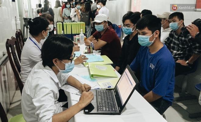 Cận cảnh những mũi tiêm vaccine Covid-19 của Việt Nam cho người dân Long An - ảnh 2