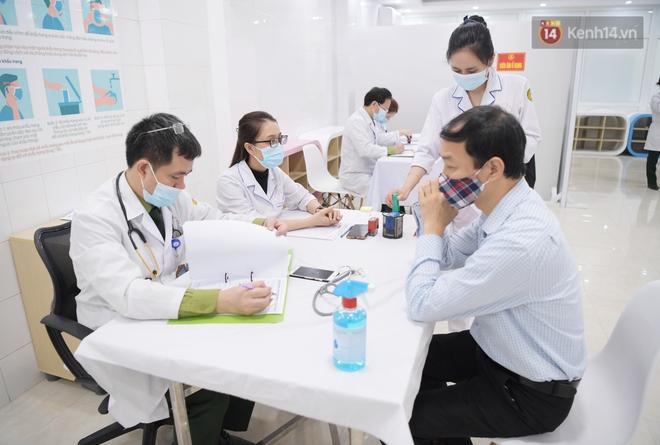Ảnh: 35 người đầu tiên tiêm thử nghiệm lâm sàng vaccine phòng Covid-19 Việt Nam giai đoạn 2 tại Hà Nội - ảnh 7