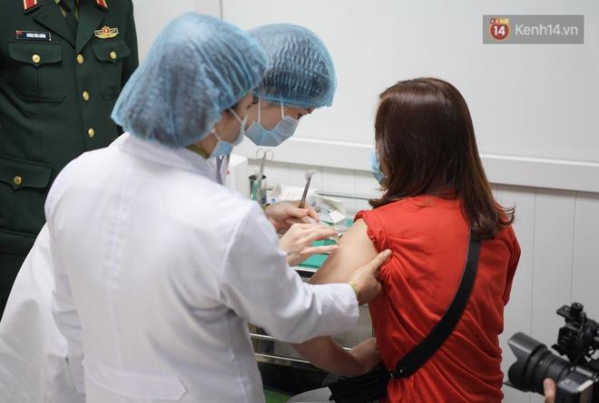 Ảnh: 35 người đầu tiên tiêm thử nghiệm lâm sàng vaccine phòng Covid-19 Việt Nam giai đoạn 2 tại Hà Nội - ảnh 12