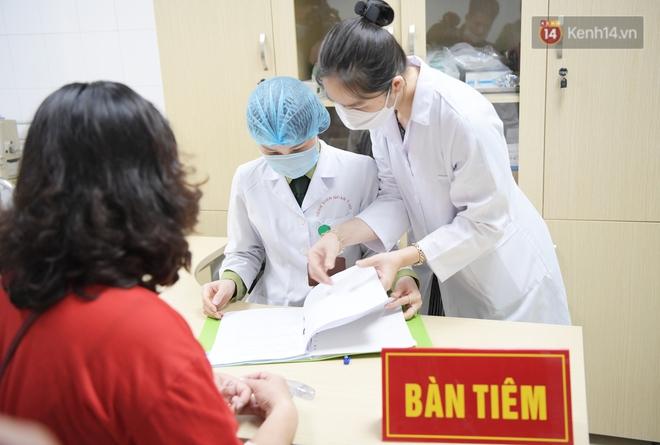 Ảnh: 35 người đầu tiên tiêm thử nghiệm lâm sàng vaccine phòng Covid-19 Việt Nam giai đoạn 2 tại Hà Nội - ảnh 10