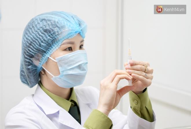 Ảnh: 35 người đầu tiên tiêm thử nghiệm lâm sàng vaccine phòng Covid-19 Việt Nam giai đoạn 2 tại Hà Nội - ảnh 13