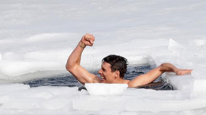 Thợ lặn người CH Séc gây kinh ngạc với kỷ lục không tưởng được thực hiện tại hồ băng - ảnh 1