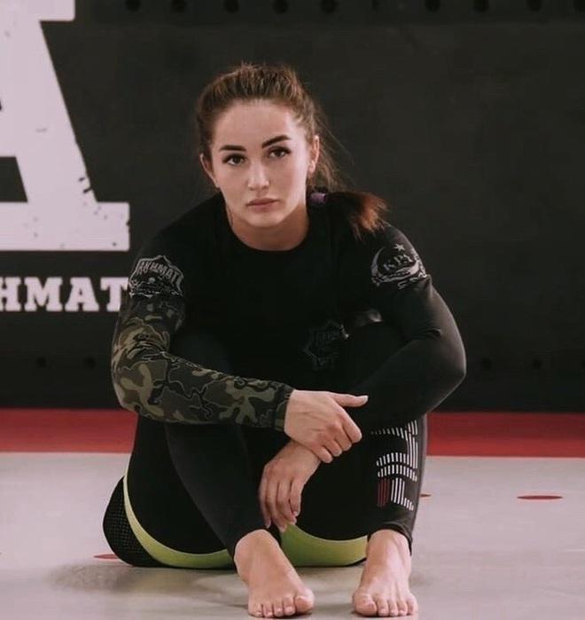 Nữ võ sĩ khốn khổ chỉ vì vẻ ngoài quá xinh đẹp: Liên tục bị làm phiền, tài khoản MXH tràn ngập lời cầu hôn - ảnh 2