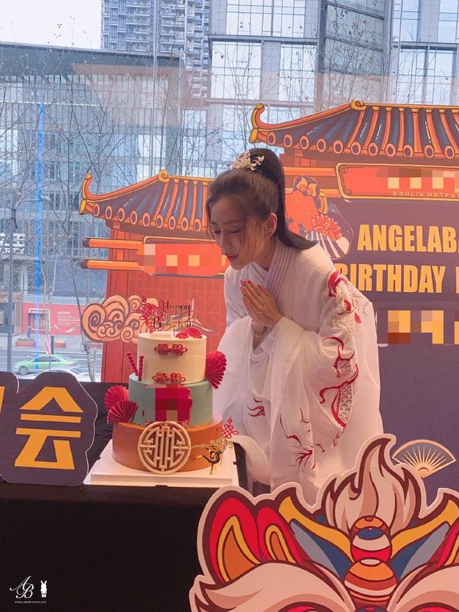 Angela Baby tổ chức sinh nhật mừng tuổi 32 ở nơi không ai ngờ, Huỳnh Hiểu Minh đang ra sao? - ảnh 4