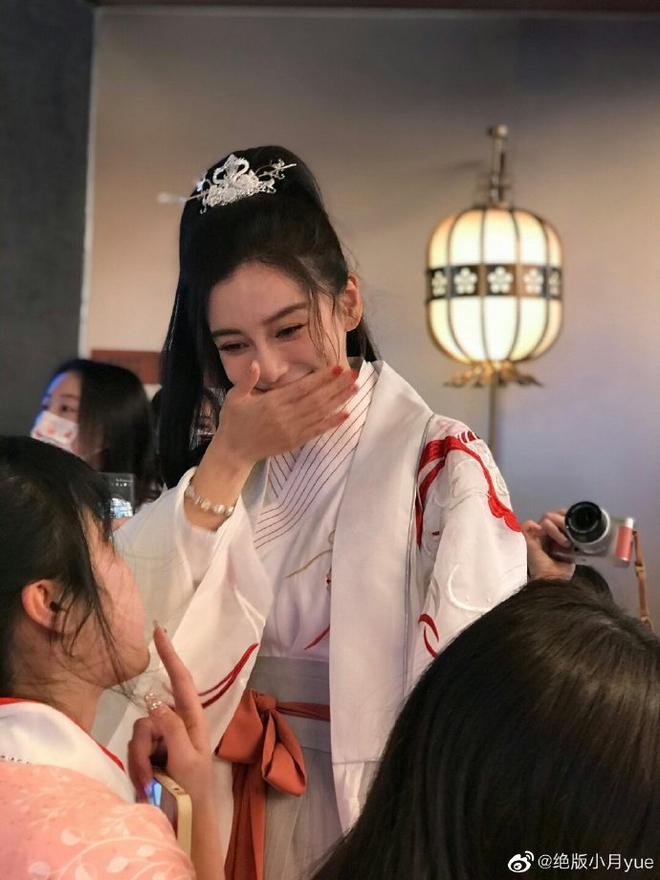 Angela Baby tổ chức sinh nhật mừng tuổi 32 ở nơi không ai ngờ, Huỳnh Hiểu Minh đang ra sao? - ảnh 2