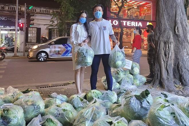 Vợ chồng Tuấn Hưng giải cứu 8 tấn nông sản cho bà con tỉnh Hải Dương gặp khó khăn giữa dịch Covid-19 - ảnh 1