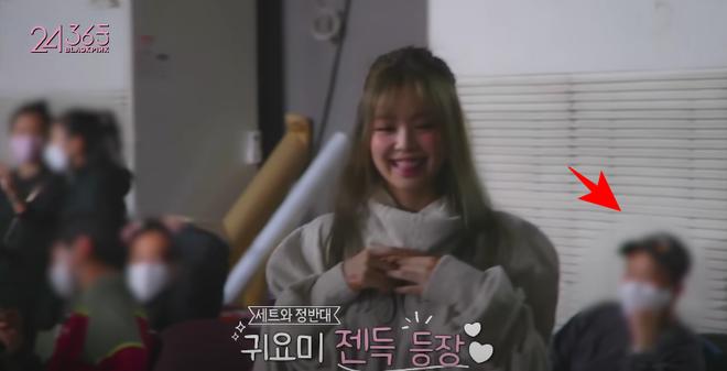 Rosé đèo Jisoo trên con xe y chang ảnh G-Dragon bị Dispatch tóm, hoá ra hẹn hò Jennie ở hậu trường quay MV Lovesick Girls? - ảnh 3
