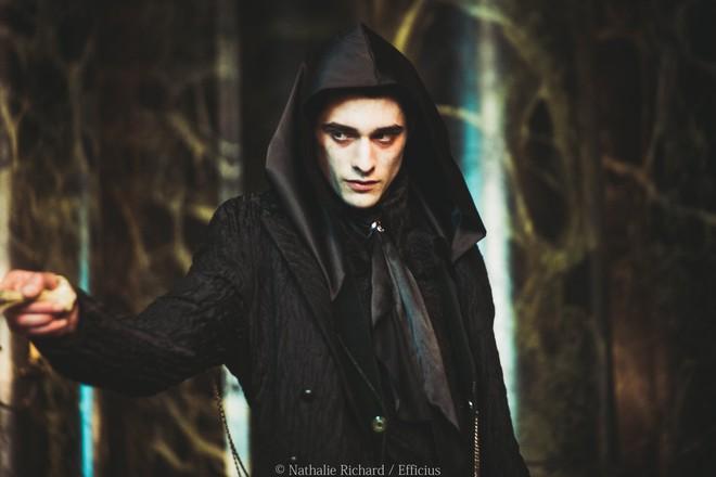 Phim về phản diện Harry Potter gây sốt vì nam chính bùng nổ visual, còn giống người dơi Robert Pattinson như hai giọt nước? - ảnh 1