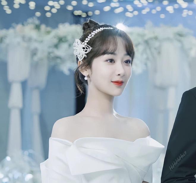 Bị deadline dí, Dương Tử làm luận văn giữa đêm tân hôn khiến netizen cảm thán: Chắc lo trả nợ thay ông xã Lý Hiện - ảnh 1