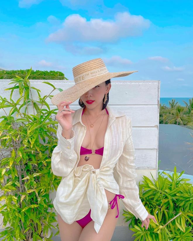 Đi nghỉ dưỡng bên Touliver, sáng sớm Tóc Tiên đã khoe ảnh bikini cắt xẻ hiểm hóc, lộ quá nửa vòng 1 phập phồng ná thở - ảnh 1