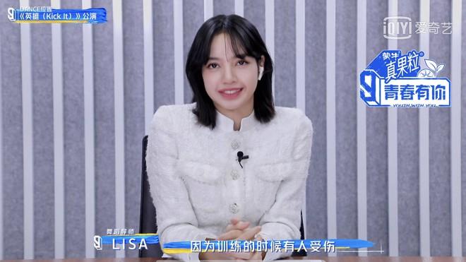 """Bất ngờ vén tóc mái 200 tỷ"""" trên TXCB, Lisa (BLACKPINK) trở thành mỹ nhân hot nhất Weibo hôm nay - ảnh 5"""