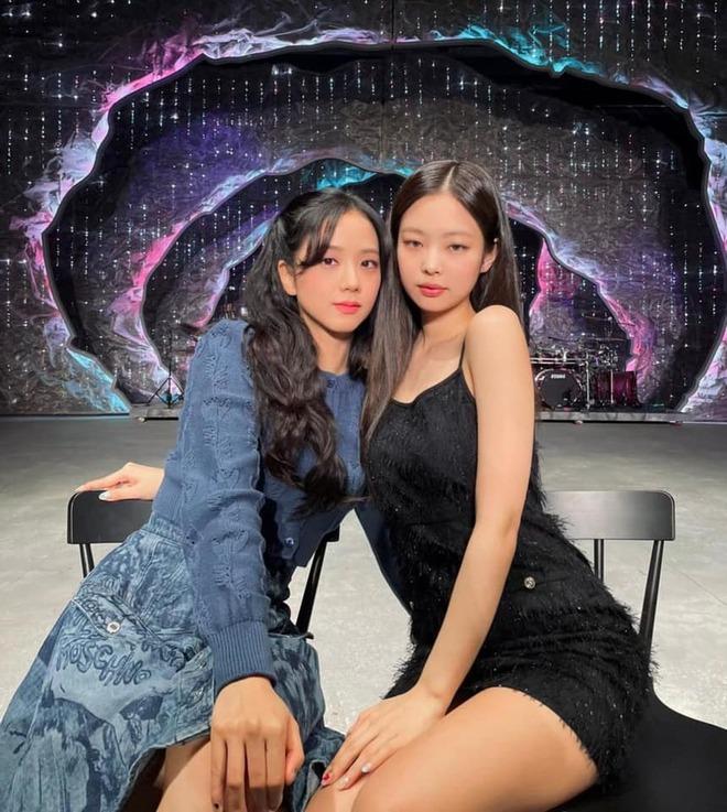 Không phải GD, đây mới là nhân vật hoà hợp visual với Jennie nhất: Combo xinh đẹp x2, choáng khi kéo đến ảnh kết hợp - ảnh 3