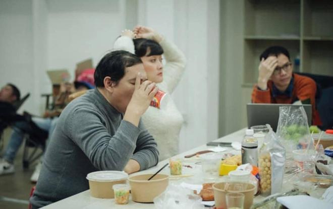 Những bữa ăn vội vã của dàn nghệ sĩ Táo Quân khiến người hâm mộ xót xa: Tất cả là vì món ăn tinh thần đêm 30 của cả nước! - Ảnh 3.