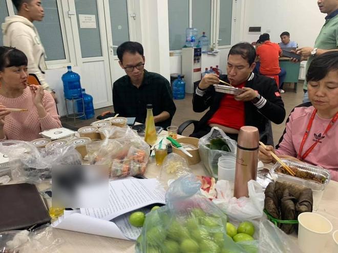 Những bữa ăn vội vã của dàn nghệ sĩ Táo Quân khiến người hâm mộ xót xa: Tất cả là vì món ăn tinh thần đêm 30 của cả nước! - Ảnh 6.