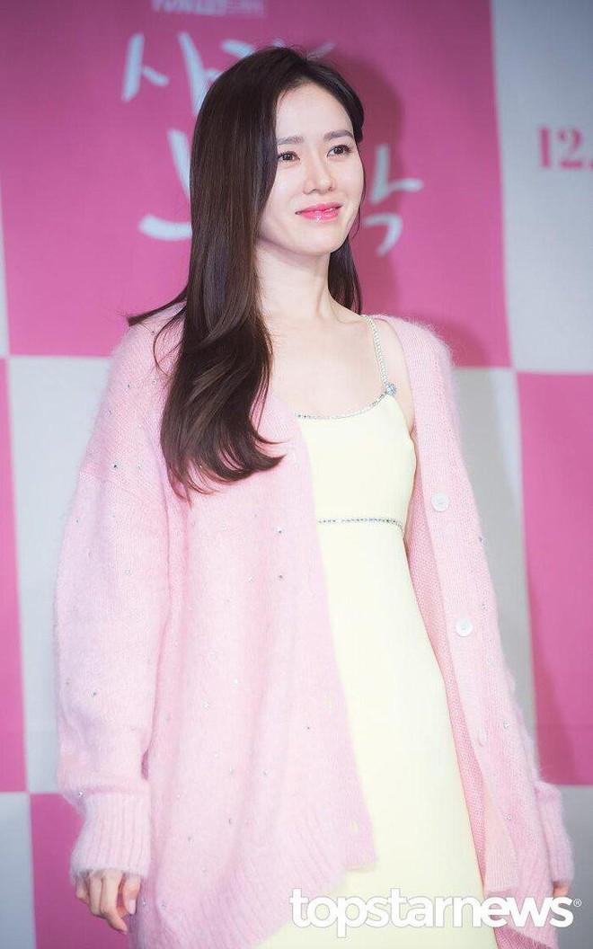 """Chỉ với thay đổi nhỏ, """"chị đẹp"""" Son Ye Jin biến item hiểm hóc thành trang phục thanh lịch vô cùng - ảnh 4"""