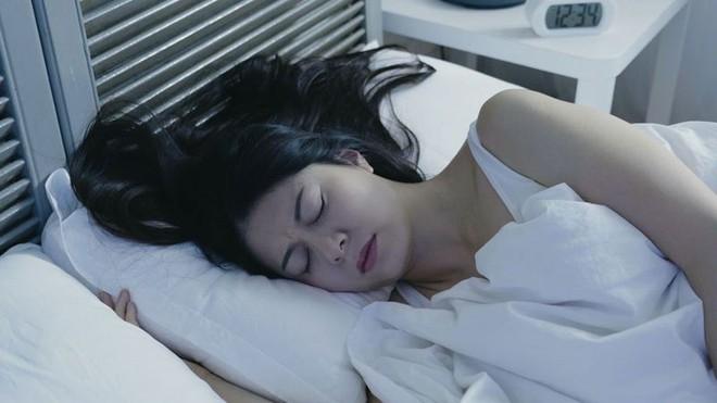4 dấu hiệu xuất hiện lúc ngủ cho thấy lượng đường huyết trong cơ thể bạn đang cao chót vót - ảnh 1