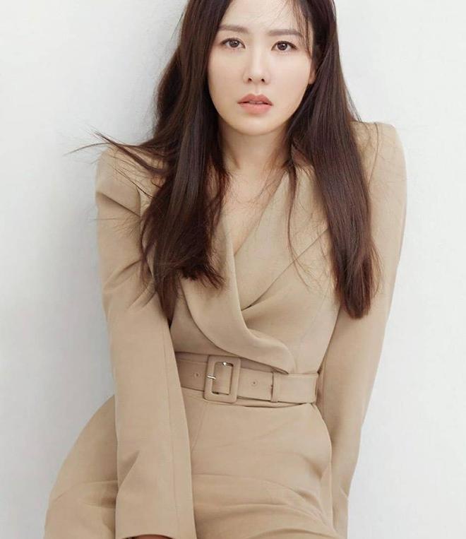 """Chỉ với thay đổi nhỏ, """"chị đẹp"""" Son Ye Jin biến item hiểm hóc thành trang phục thanh lịch vô cùng - ảnh 3"""
