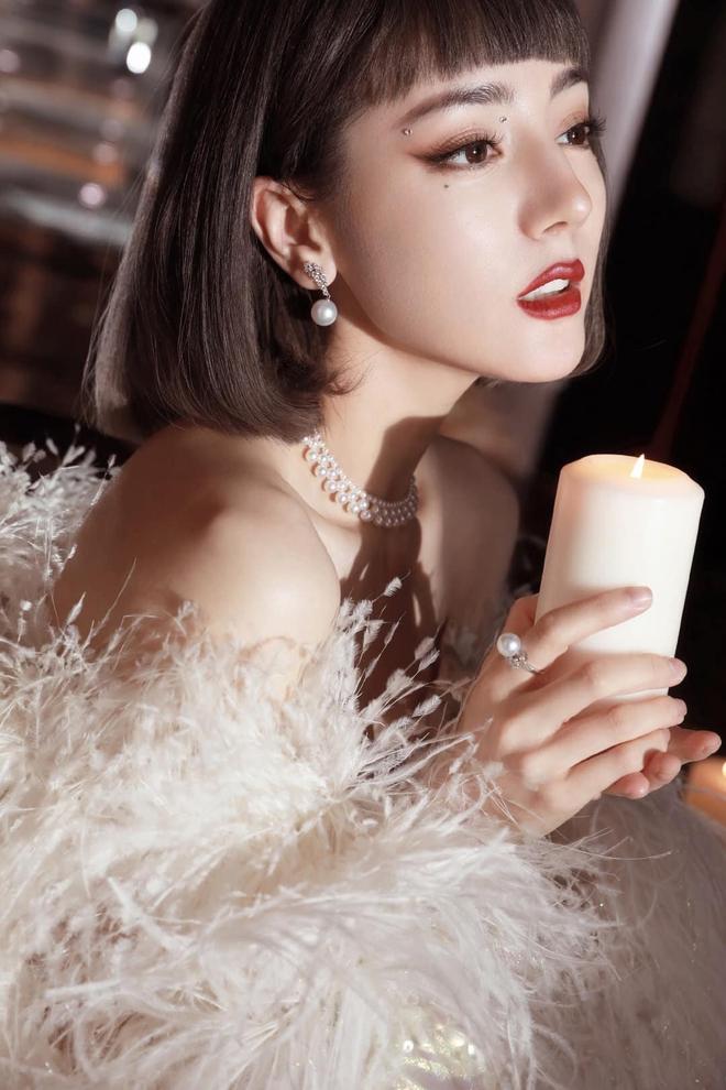Nhiệt Ba gây sốt tại Đêm Hội Weibo 2020: Hết thiên nga trắng lại hoá thiên nga đen, nữ hoàng dạ tiệc là đây chứ đâu! - Ảnh 3.