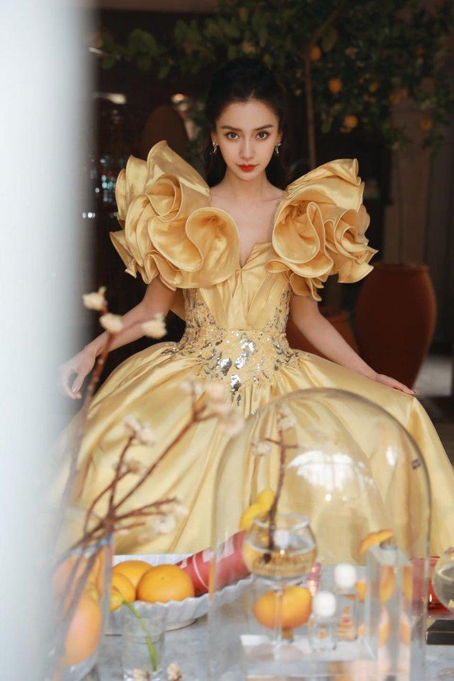 Soi váy áo sao nữ Đêm hội Weibo: Nhiệt Ba chặt chém ác liệt, Châu Đông Vũ - Tống Thiến mặc gì thế này? - ảnh 9