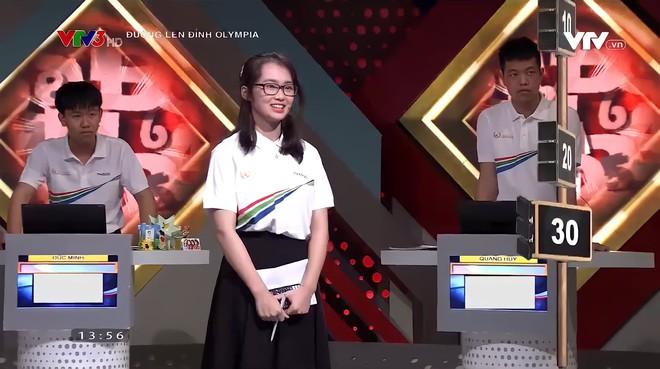 Nữ sinh được Á quân Olympia lăng xê, dân mạng ngắm xong chỉ biết phục anh quay phim VTV - ảnh 1