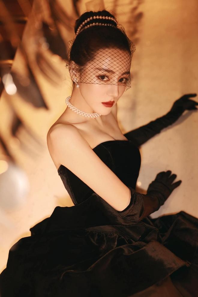 Nhiệt Ba gây sốt tại Đêm Hội Weibo 2020: Hết thiên nga trắng lại hoá thiên nga đen, nữ hoàng dạ tiệc là đây chứ đâu! - Ảnh 5.