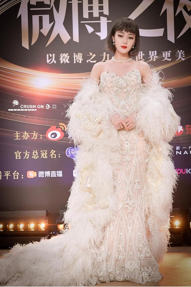 Soi váy áo sao nữ Đêm hội Weibo: Nhiệt Ba chặt chém ác liệt, Châu Đông Vũ - Tống Thiến mặc gì thế này? - ảnh 12