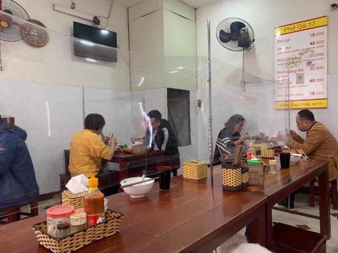Từ 0h ngày 2/3, Hà Nội cho phép các nhà hàng, cà phê phục vụ trong nhà mở cửa trở lại - ảnh 1