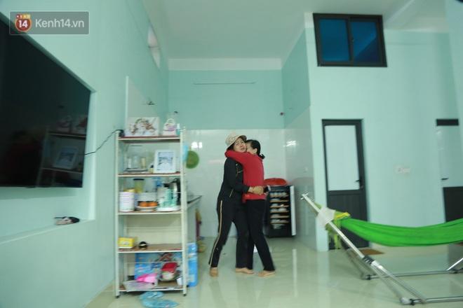 Ảnh: Người thân bật khóc xúc động khi nhắc lại khoảnh khắc con trai cứu sống bé gái 3 tuổi rơi từ tầng 12 - Ảnh 5.